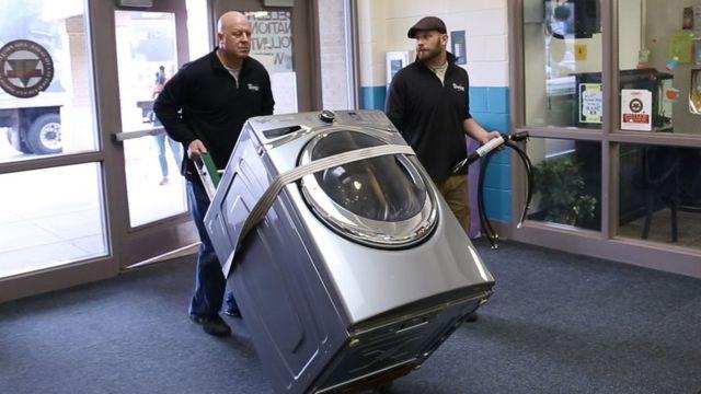 Instalación de lavadora en una escuela de Estados Unidos