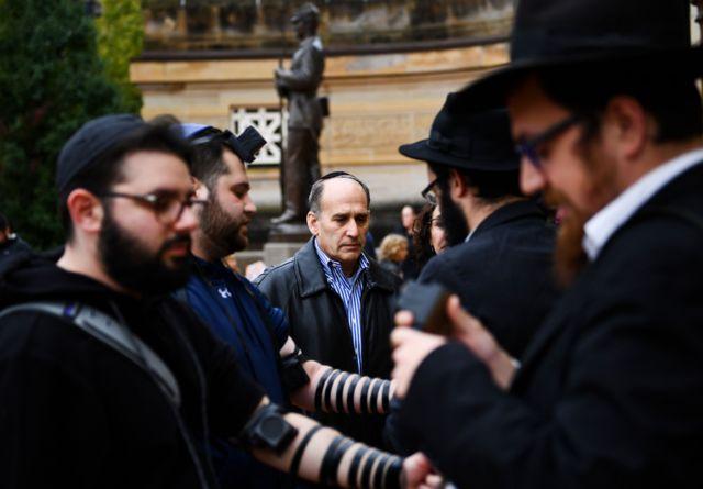 Vigília em memória dos mortos em atentado a sinagoga de Pittsburgh