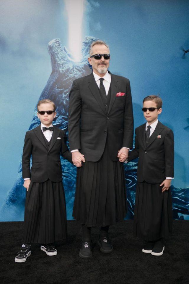 Miguel Bosé con sus hijos