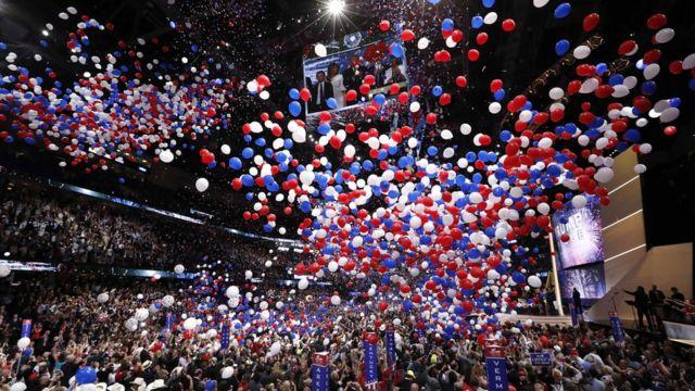 演説終了後、大会会場にはお決まりの大量の風船が降り注いだ