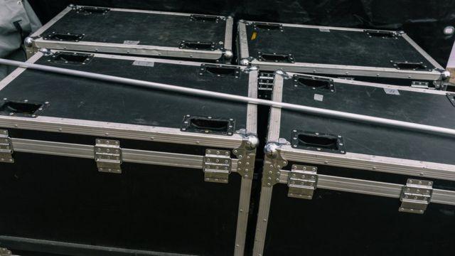 Carlos Ghosn, Japonya'dan müzik aletleri taşımak için dizayn edilmiş bir kutunun içinde kaçtı