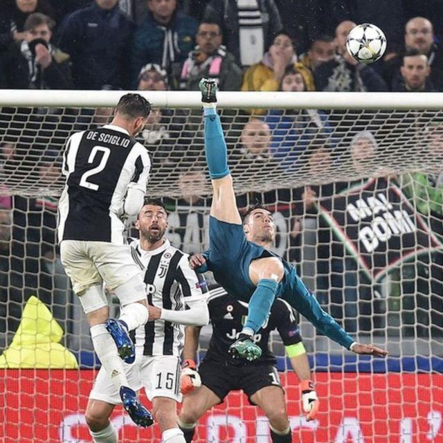 Ronaldo en plena chilena