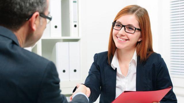 أهمية المعاملة الودية مع عملاء الشركات