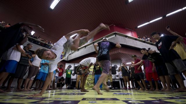 El popular tema musical pertenece al baile funk brasileño.