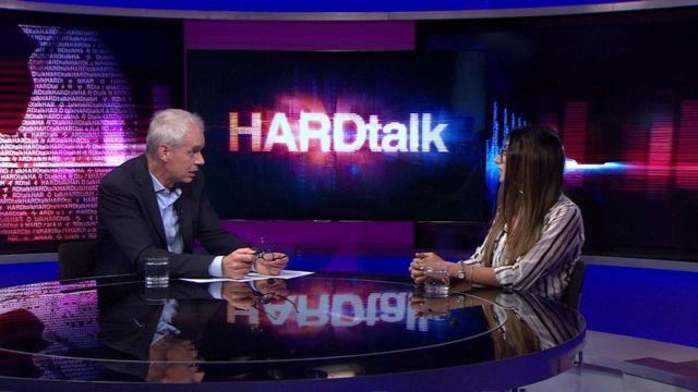 Stephen Sackur y Mia Khalifa