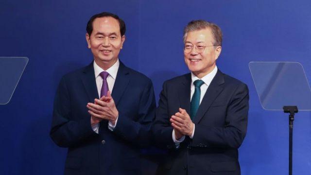 Tổng thống Nam Hàn Moon Jae-in gặp Chủ tịch Trần Đại Quang hôm 23/3.