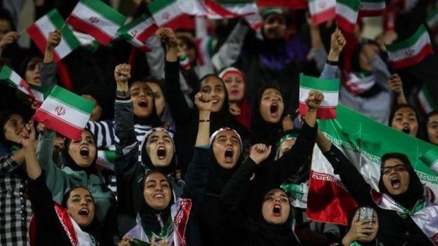 زنان ایرانی سالهاست برای گرفتن حق ورود به استادیومهای ورزشی تلاش میکنند