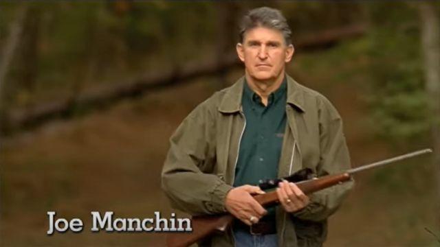 Imagen del anuncio de campaña de Manchin en 2012.