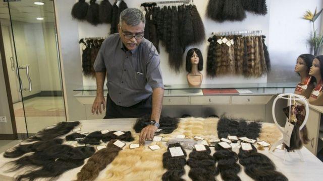 इन बालों से बने विगों को बाद में अमरीका,यूरोप और अफ्रीका में अच्छी खासी कीमत पर बेचा जाता है