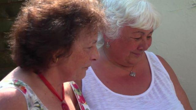 Nietas Lesley Hiscott (l) y Lyn Davies