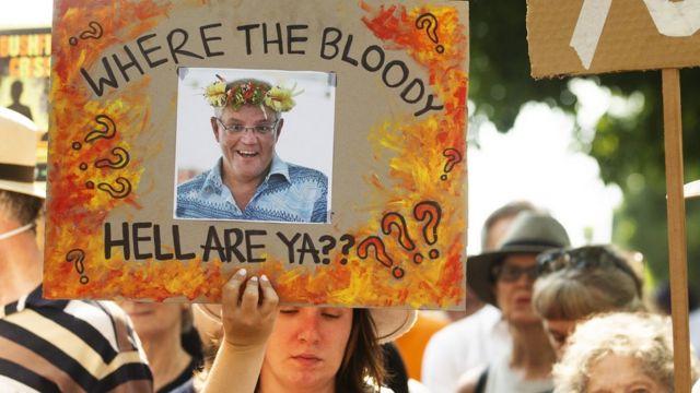 "Demonstran di Sydney menuntut Morrison mengundurkan diri: ""Where the Bloody Hell Are Ya?"""