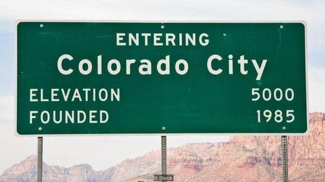 这个偏僻的社区位于两个城镇,科罗拉多城是其中之一。