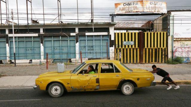 Auto en Maracay.