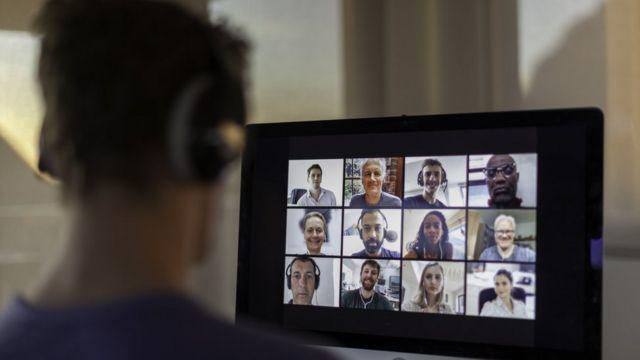 Personas en teleconferencia