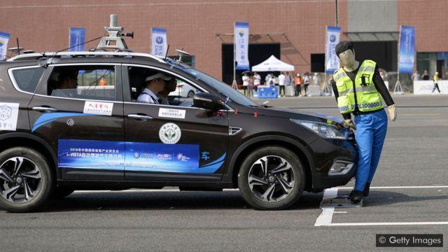 Será que os veículos autônomos vão adotar os melhores princípios éticos quando necessário?