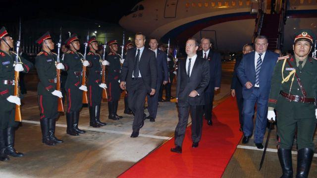 Дмитрий Медведев прибывает в Лаос