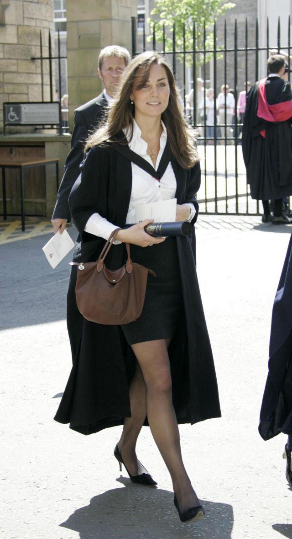 Герцогиня Кембриджская на церемонии вручения дипломов в Сент-Эндрюсском университете