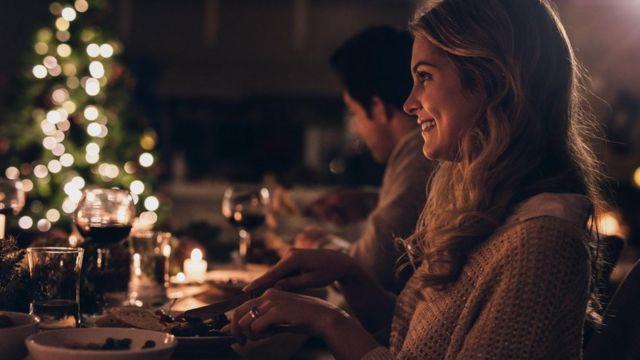 Mulher jantando