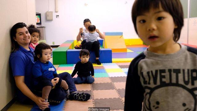 日本一所葡萄牙语学校里的巴西儿童,摄于10月。有子女的移民经常会抱怨存在语言障碍。