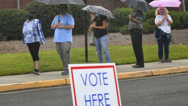 Votantes haciendo fila en Georgia.