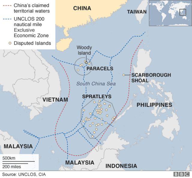 中国が主張する領海(赤点線)と各国の排他的経済水域(EEZ/青点線)