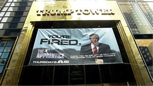 「ジ・アプレンティス」の放送開始に先駆けてトランプ・タワーに横断幕が張られた