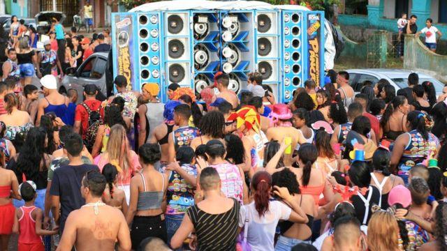 Festas populares, como este Carnaval antes da pandemia, atraíam milhares de moradores de diversas cidades da região