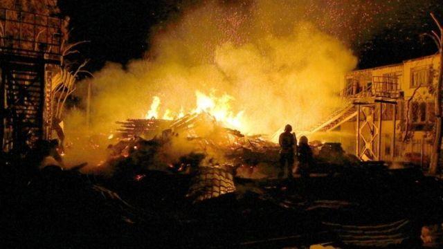 Один из спальных корпусов лагеря был полностью уничтожен огнем