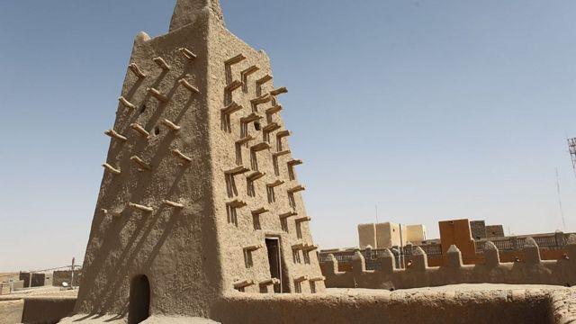 La mosquée réhabilitée de Djingareyber à Tombouctou a été détruite par les djihadistes entre 2012 et 2013.