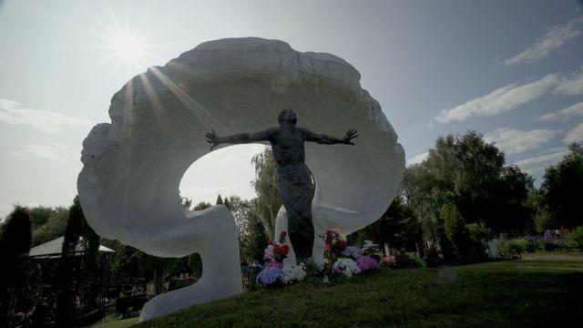 Мемориал ликвидаторам аварии в Чернобыле на Митинском кладбище в Москве
