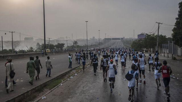 Mutane na gudun fanfalaki wanda bankin Access ya shirya a birnin Lagos da hantsi a ranar 6 ga watan Fabrairun 2016