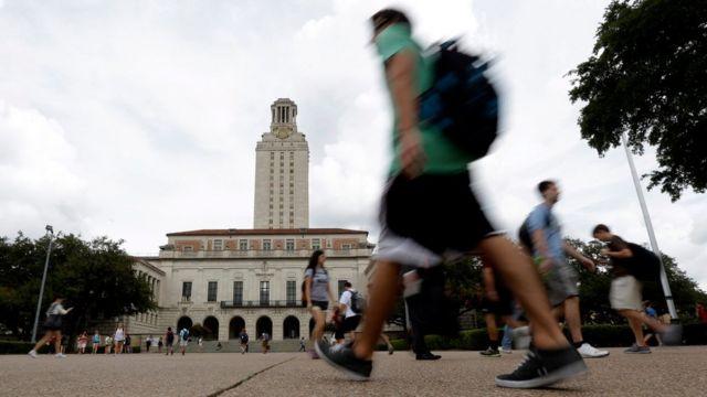 Desde este lunes es legal portar armas en los campus universitarios de Texas.