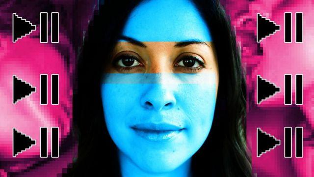 Ilustração com o retrato de Erica Garza e símbolos pixelados de play e pause