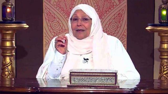 توفيت الداعية المصرية عبلة الكحلاوي بعد صراع استمر لأسابيع مع فيروس كورونا.