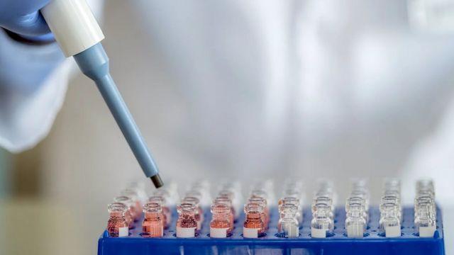 ليس من الواضح إلى أي مدى تدوم الحماية التي توفرها جرعة واحد من أي من اللقاحات المضادة لفيروس كورونا