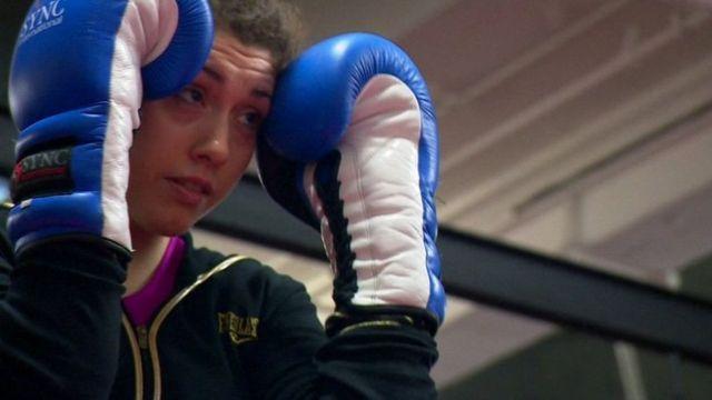 Judith Heryka practicando Kick Boxing