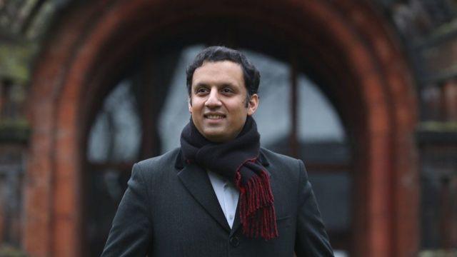 تعرف على أول مسلم يتولى زعامة حزب سياسي كبير في بريطانيا