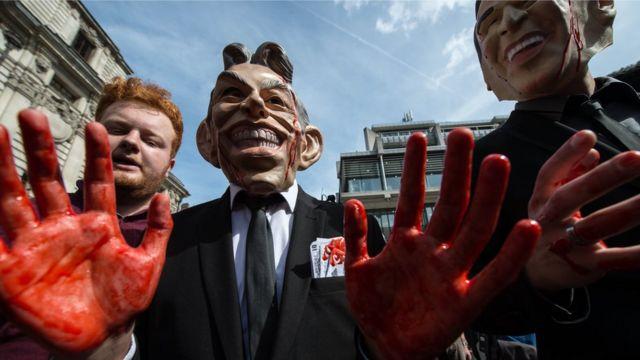 Manifestantes protestam em Londres contra decisão de Bush e Blair de ir à guerra (Julho/2006)