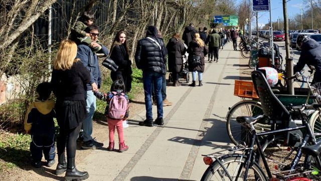 Fila para testes em Copenhagen
