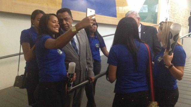 Cabos eleitorais de Maia tiram selfie com o deputado Damião Feliciano (PDT-PB)