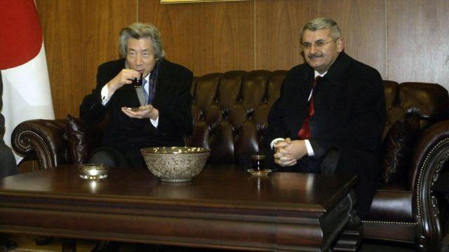 Binali Yıldırım Ulaştırma Bakanlığı döneminde Japonya Başbakanı Junchiro Koizumi ile birlikte