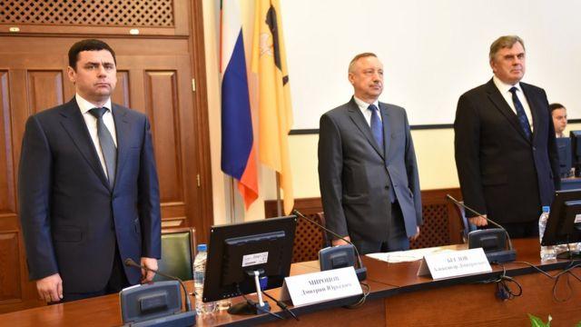 Врио губернатора Ярославской области Дмитрий Миронов (слева) и бывший губернатор Сергей Ястребов (справа) во время церемонии передачи полномочий