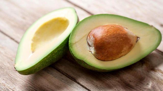 В авокадо много полезных веществ, но в картофеле их больше