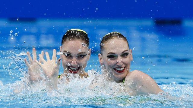 Светлана Колесниченко и Светлана Ромашина во время выступления в Токио