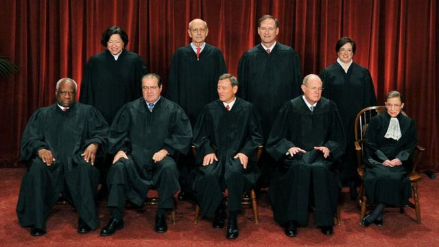 Mai shari'a Scalia (na biyu daga gaba) na daya daga cikin alakai biyar masu tsattsauran ra'ayi