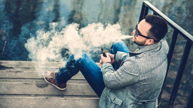 Мужчина просит купить ему сигареты блок сигарет оптом купить