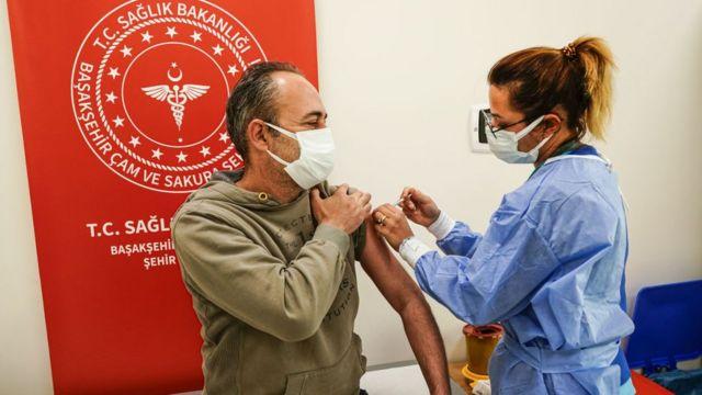 BioNTech-Pfizer aşısı İstanbul'daki bazı hastanelerde uygulanmaya başlandı.