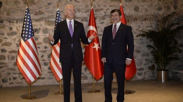 Joe Biden ve Ahmet Davutoğlu Ocak 2016'da bir arada