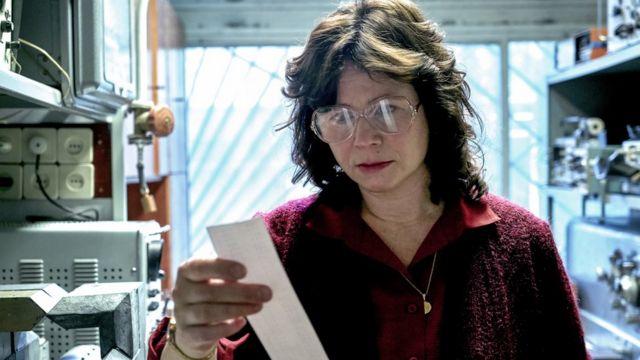 Физик-ядерщик Ульяна Хомюк (Эмили Уотсон) пытается установить причины трагедии