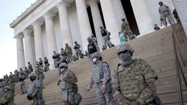Agentes de la Guardia Nacional fueron desplegados en el Monumento a Lincoln.
